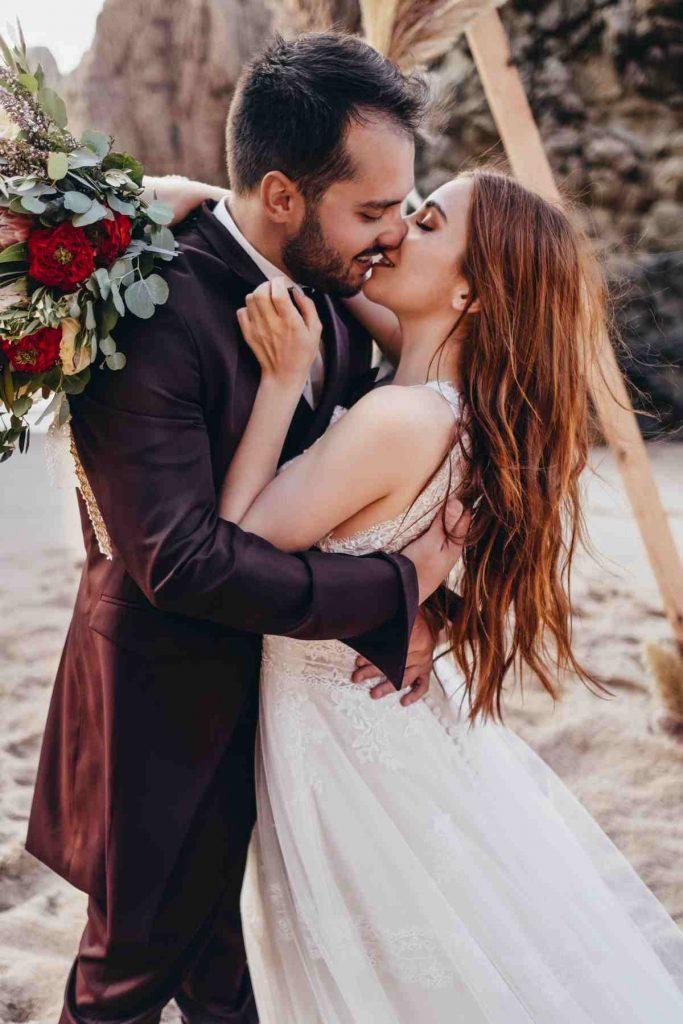 Elopement Wedding at the Beach_Madalena_Pedro (5)